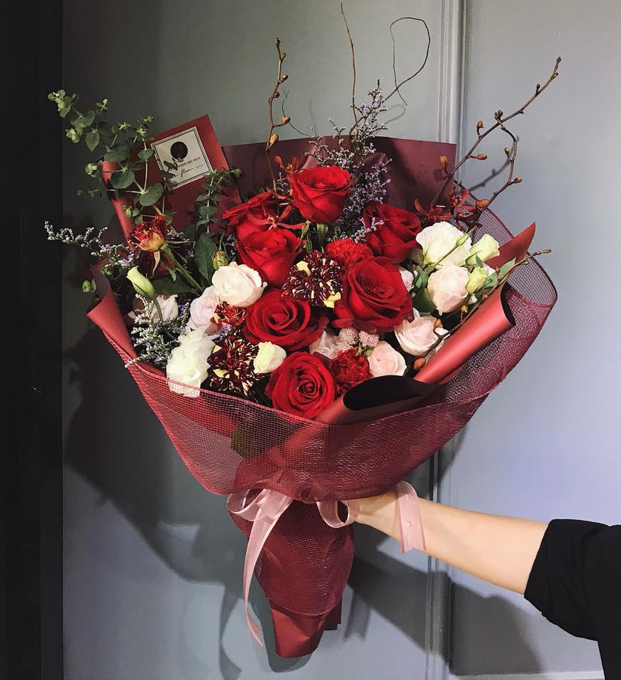 Thị trường hoa ngày phụ nữ 20/10: Ế ẩm từ các shop ra vỉa hè