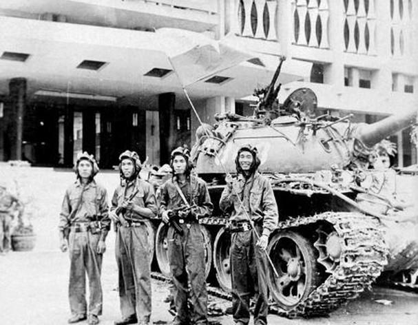 Những Hinh ảnh Trong Ngay Chiến Thắng Lịch Sử 30 4 Giải Phong Miền Nam Thống