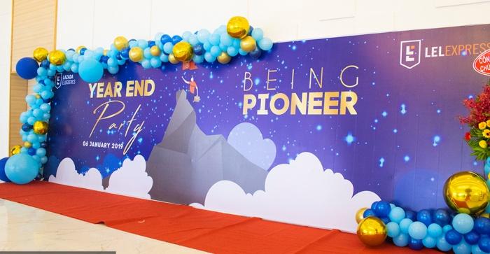 Trọn bộ 50+ mẫu backdrop year end party ấn tượng nhất dịp cuối năm